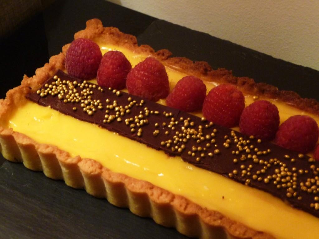 Tarte aux fruits de la passion, chocolat et framboises dans 5.Gourmandises sucrées p1070855